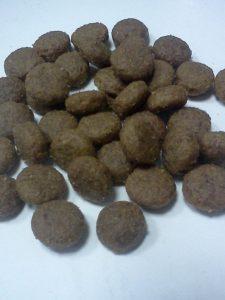 Гранулы корма для кошек Флатазор